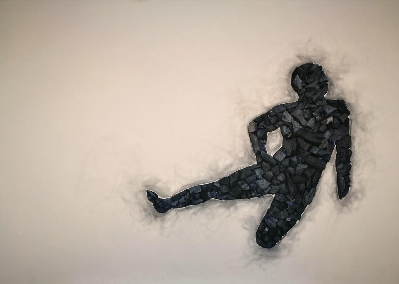 Niobide, 2014, cenere e carbone su tela, 100x150