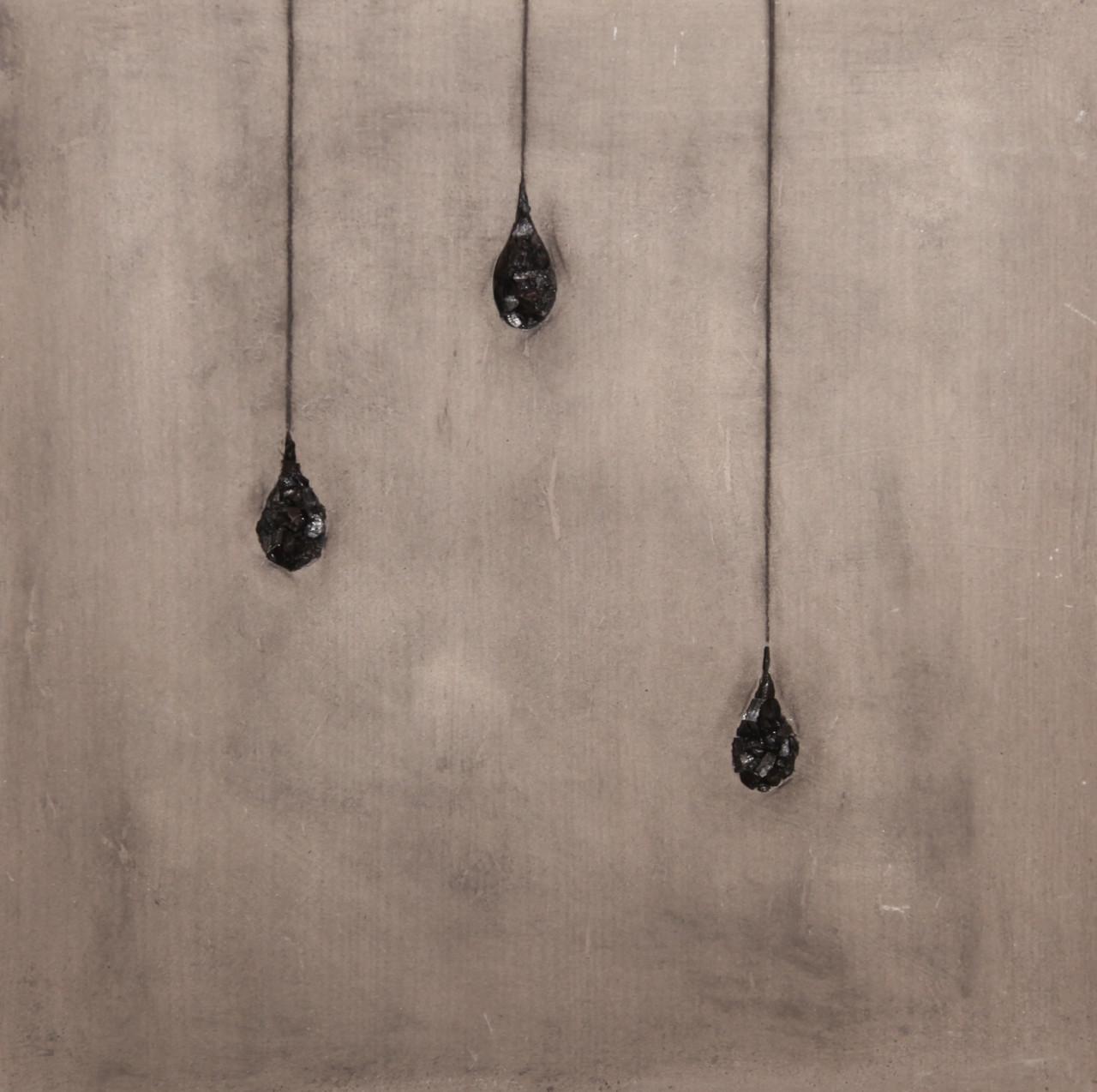 Piovono lacrime, 2016, cenere e carbone su tavola, 60x60