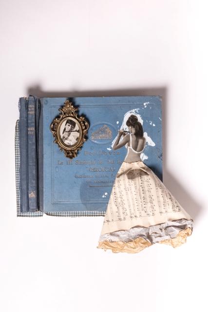 Sinfonia, 2018, porta foto , copertina originale di raccolta 33 giri Beethoven, pagine di musica primi 900, acrilico, magazine 1960 , carta fiorentina, cm 57x57