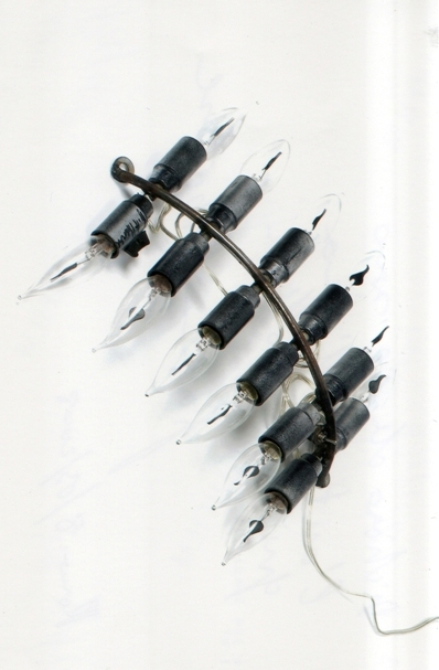 """""""Senza Titolo"""" 2000, ferro e lampadine, cm. 32x28"""